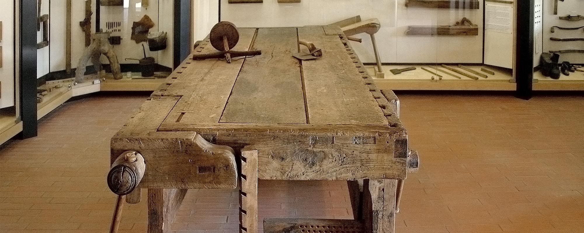 Tavoli in legno vecchio realizzati come documentano le foto